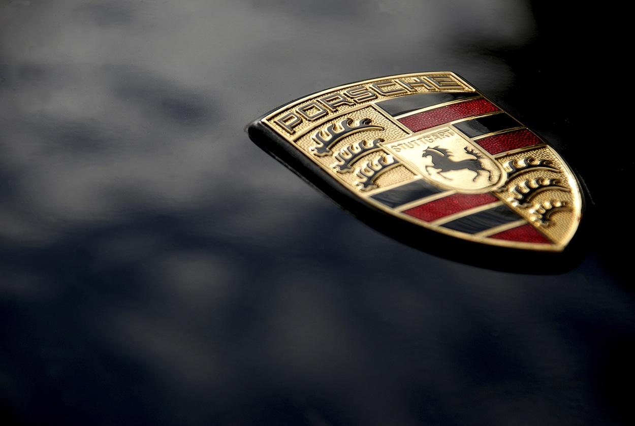 Porsche bade on black bonnet