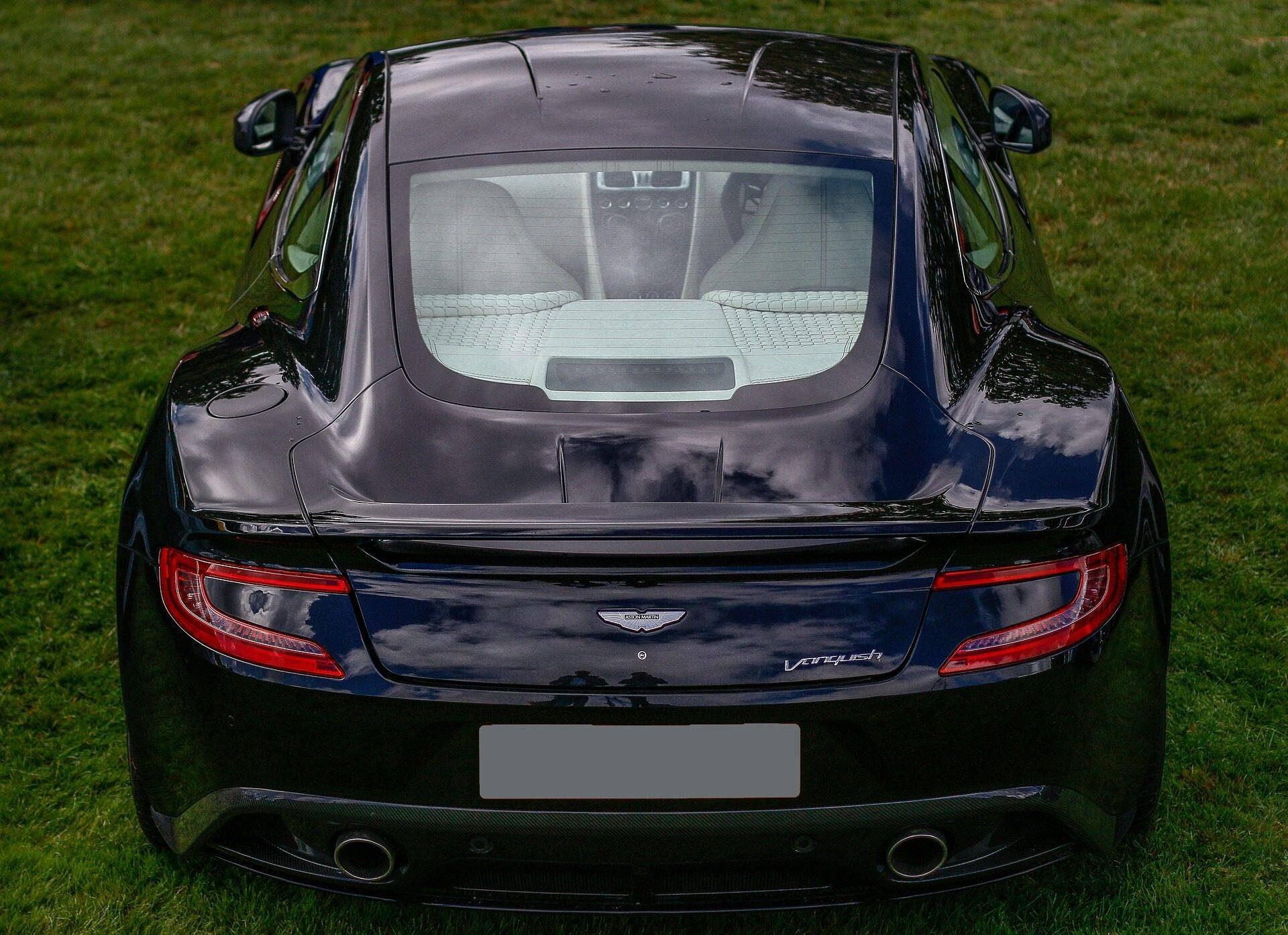 Aston Martin Vanquish V12 2002